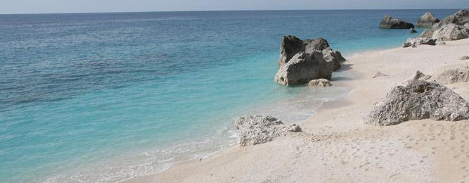 Η παραλία Μεγάλη Πέτρα στο Καλαμίτσι